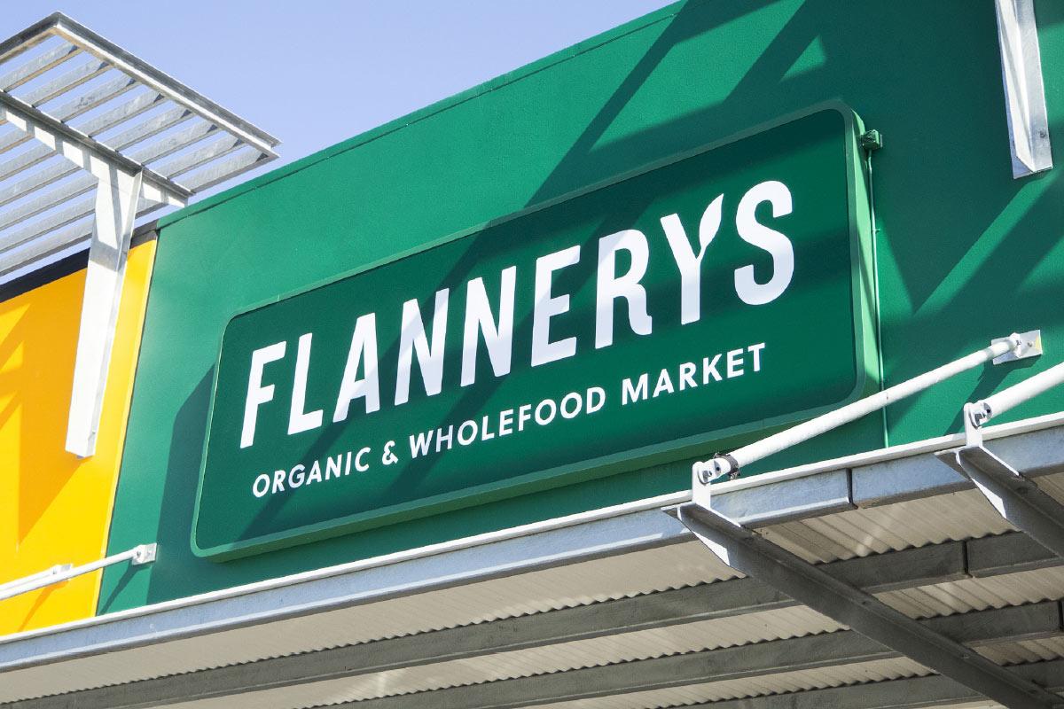 Flannerys_01_FaciaSign_FullWidth